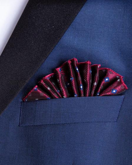 die Fächerfaltung in der Brusttasche eines Jacketts