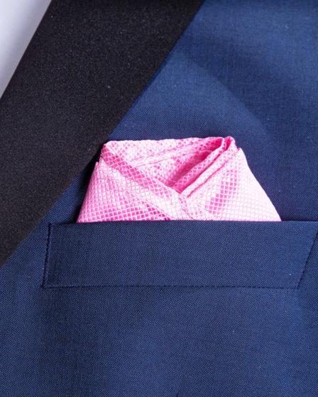 Die Muschelfaltung in einem Anzug fertig eingesteckt.